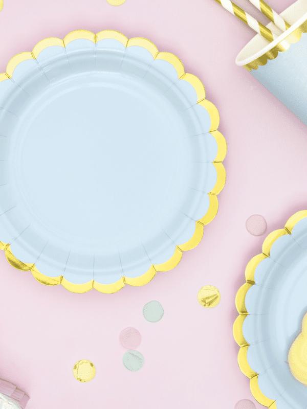 assiettes bleu pastel