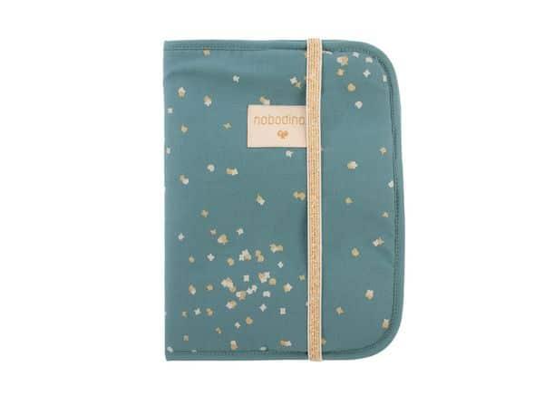 Protège carnet de santé Gold confetti/ magic green Nobodinoz bleu étoile dorée