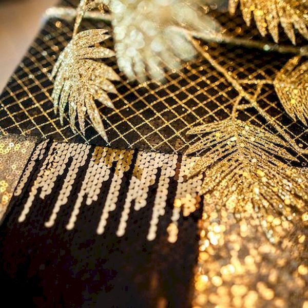 chemin de table sequin noir et or