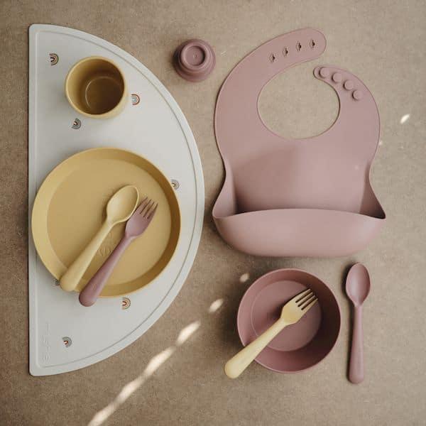 vaisselle enfant mushie cadeau naissance bébé premier repas