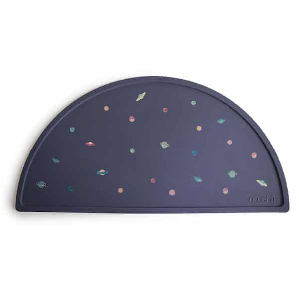 Set de table Planètes Marine - Mushie silicone espace bleu premier repas bébé