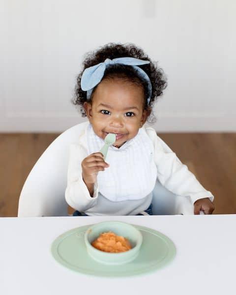 set de table et bol antidérapant silicone ezpz vert premiers repas enfants bébé cadeau naissance