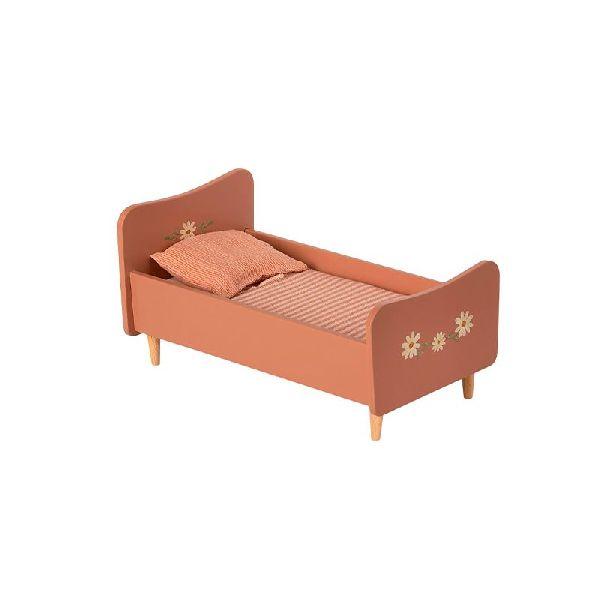 lit en bois rose maileg